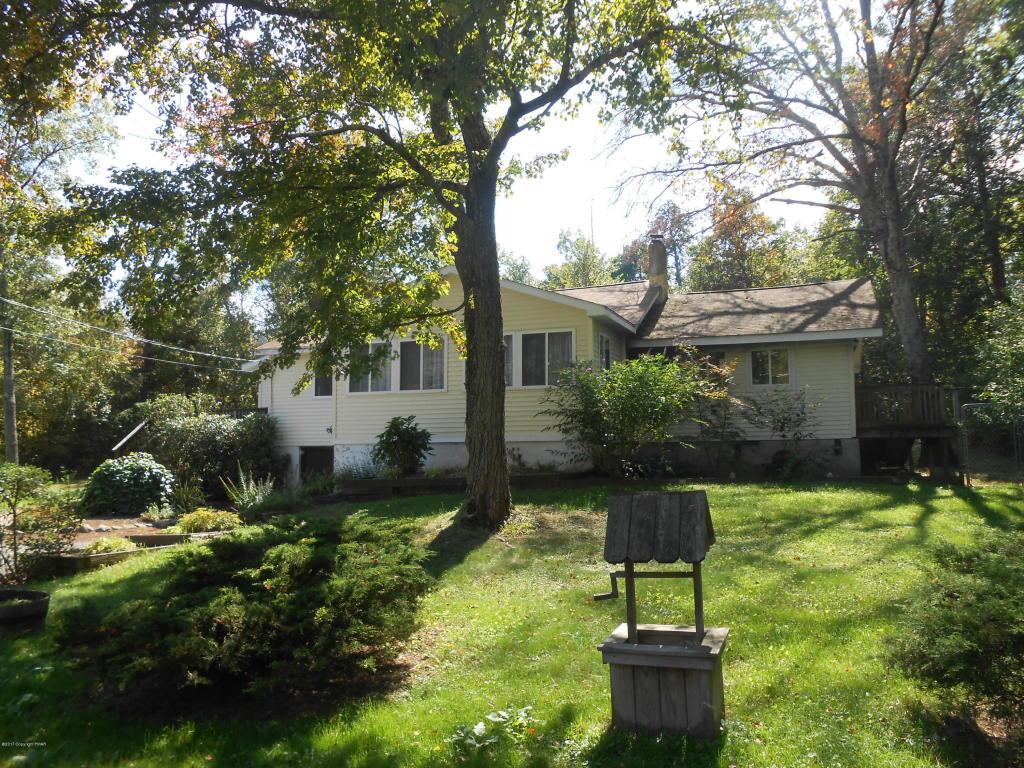 108 Upper Grandview Rd, Cresco, PA 18326