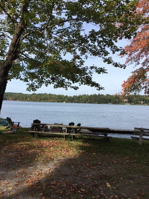 222 S Lake Dr, Lake Harmony, PA 18624
