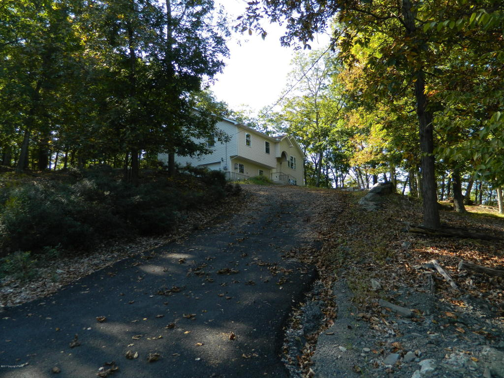 629 Lakeside Dr, East Stroudsburg, PA 18301