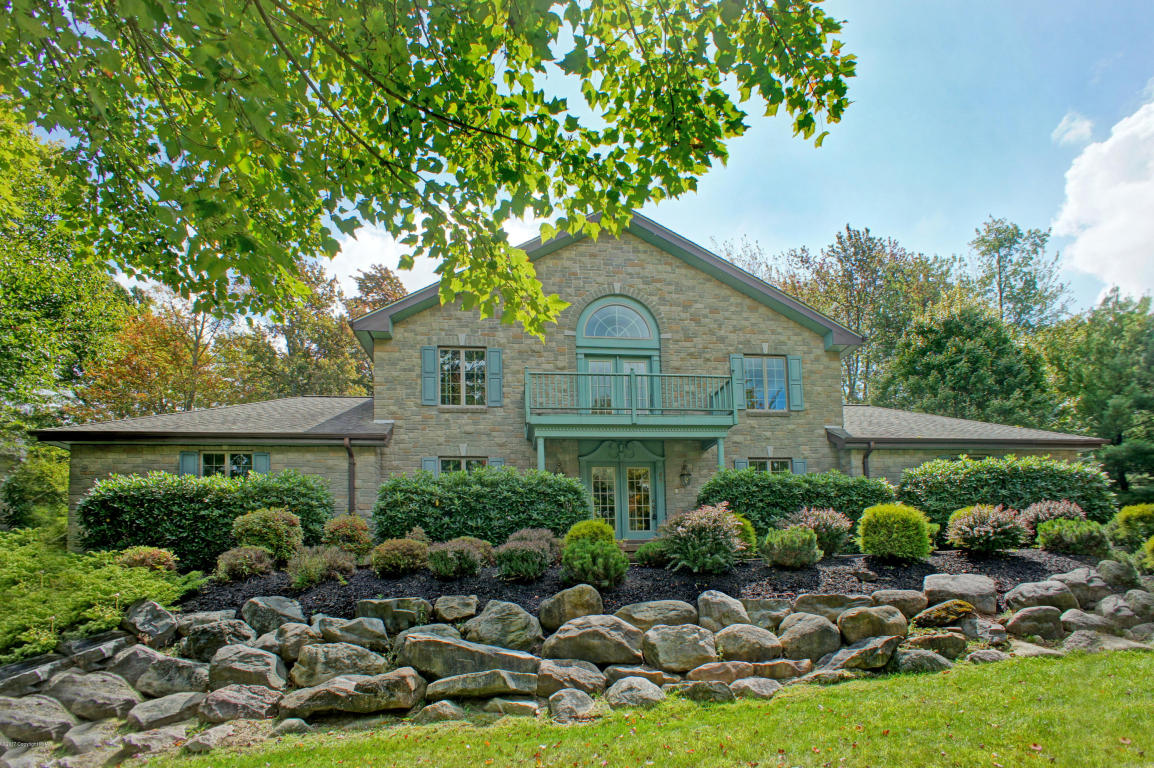 40 Rock Ridge Rd, Lake Harmony, PA 18624