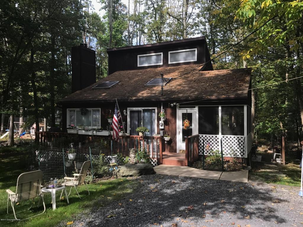 3194 Greenbriar Dr, East Stroudsburg, PA 18301