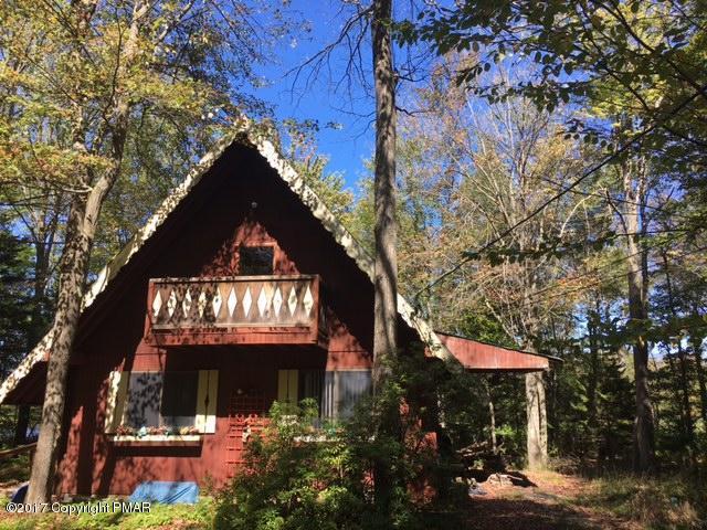 318 Berry Ln, Pocono Lake, PA 18347