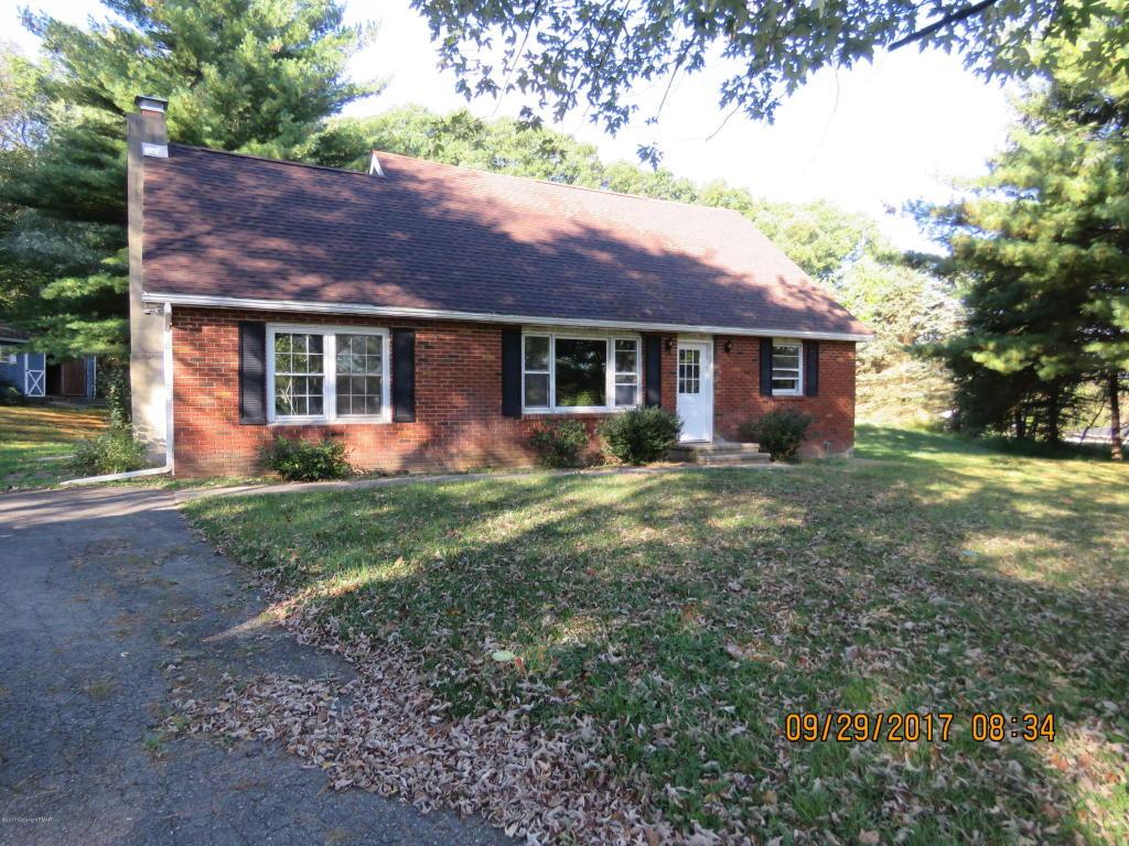 312 Village Edge Dr, Brodheadsville, PA 18322