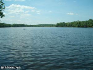 105 Tepee Dr, Pocono Lake, PA 18347