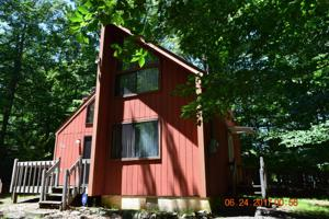 488 Country Pl, Tobyhanna, PA 18466