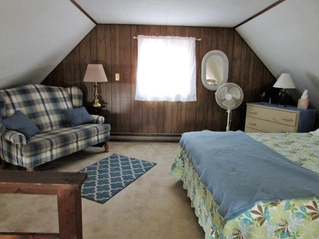 174 Bushkill Dr, Pocono Lake, PA 18347