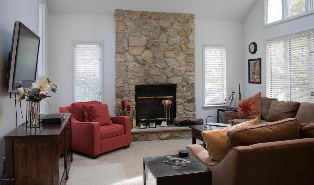 299 Long View Ln, Pocono Pines, PA 18350