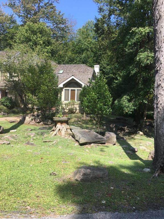 842 Crest Pines Lane, Pocono Pines, PA 18350