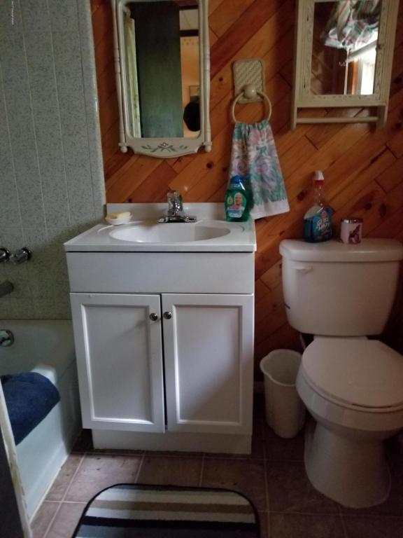 222 Outer Dr, Pocono Lake, PA 18347