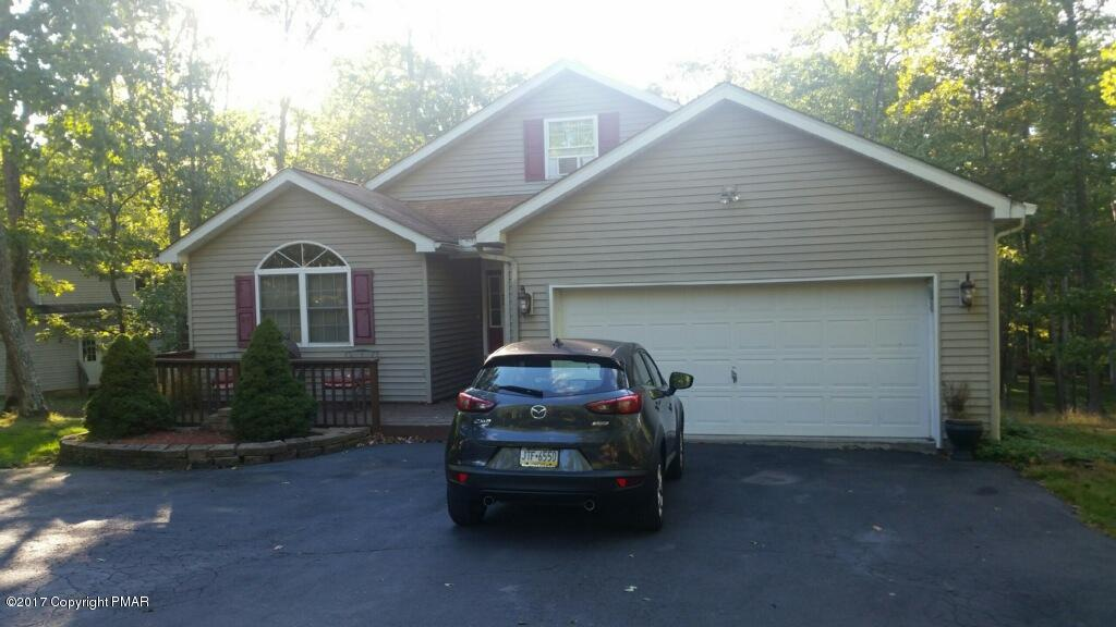 145 Oakenshield Dr, Tamiment, PA 18371