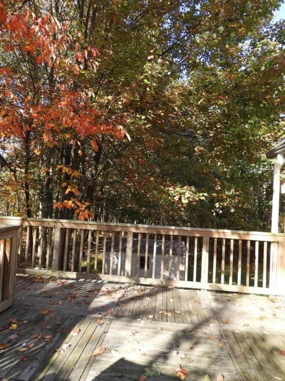1113 Black Bear Ln, Long Pond, PA 18334