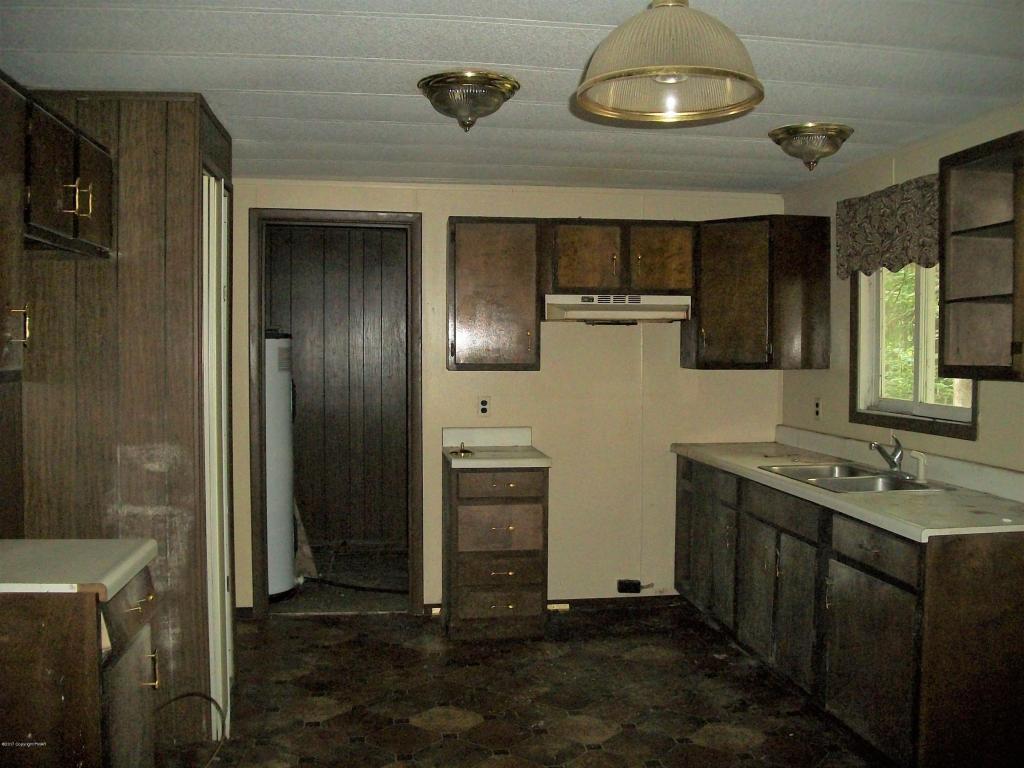2113 Larkspur Ln, Tobyhanna, PA 18466