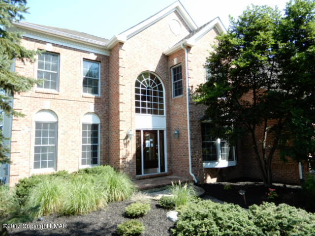 129 Pebble Beach Ct, East Stroudsburg, PA 18302