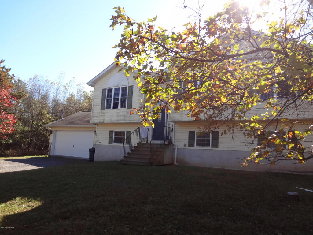 611 N Scenic Dr, Albrightsville, PA 18210