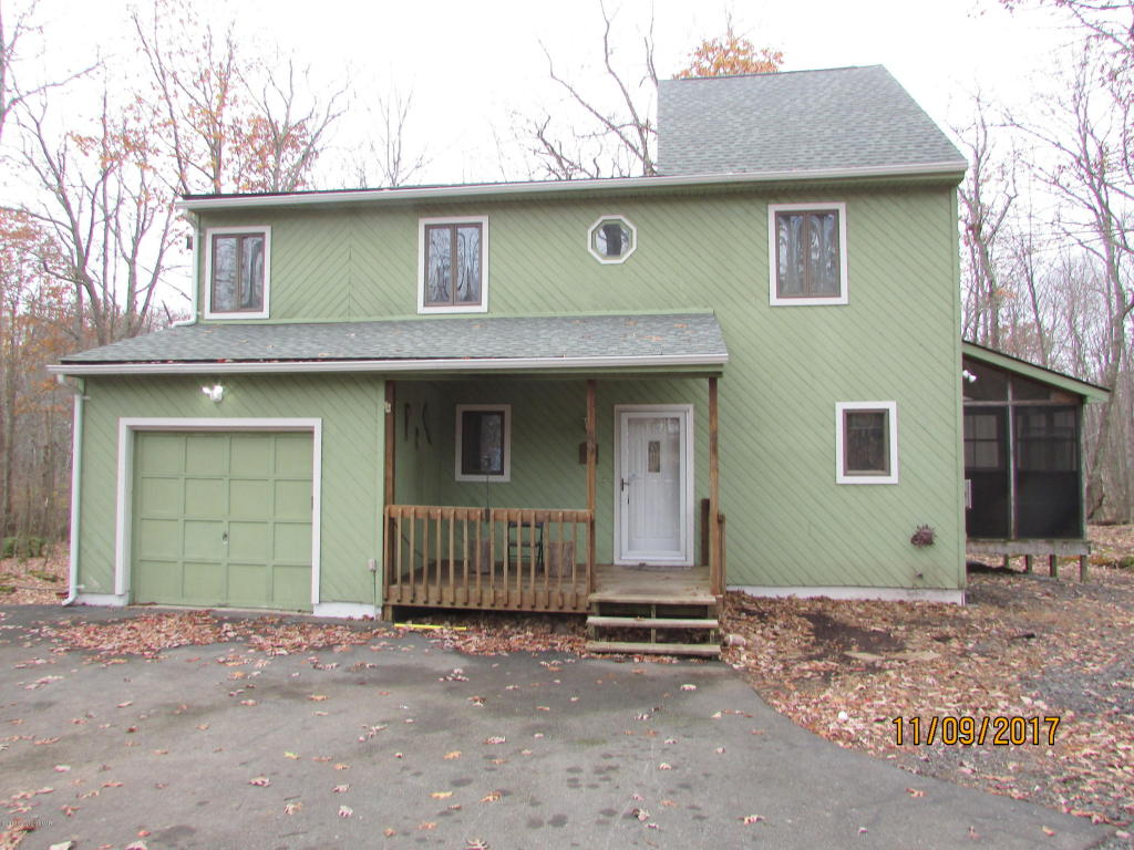 270 Oakenshield Dr, Tamiment, PA 18371