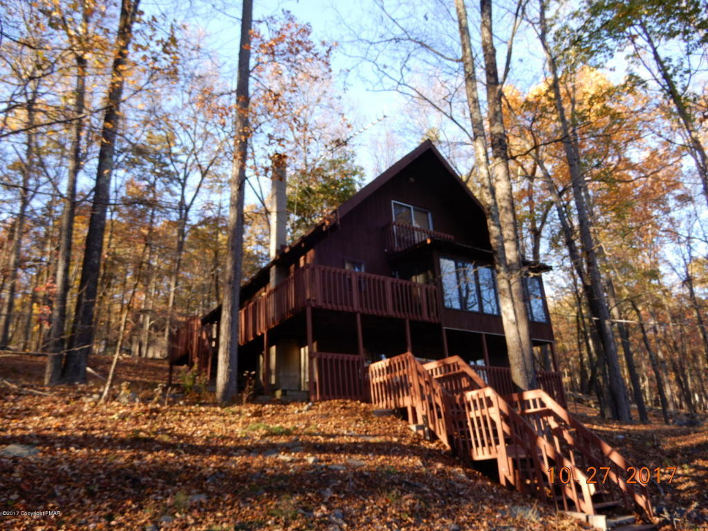 1189 Pocono Mountain Lake Dr, Bushkill, PA 18324