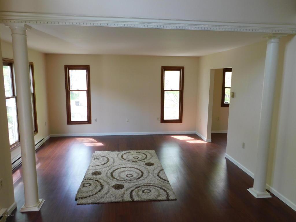 668 Ave C, Stroudsburg, PA 18360
