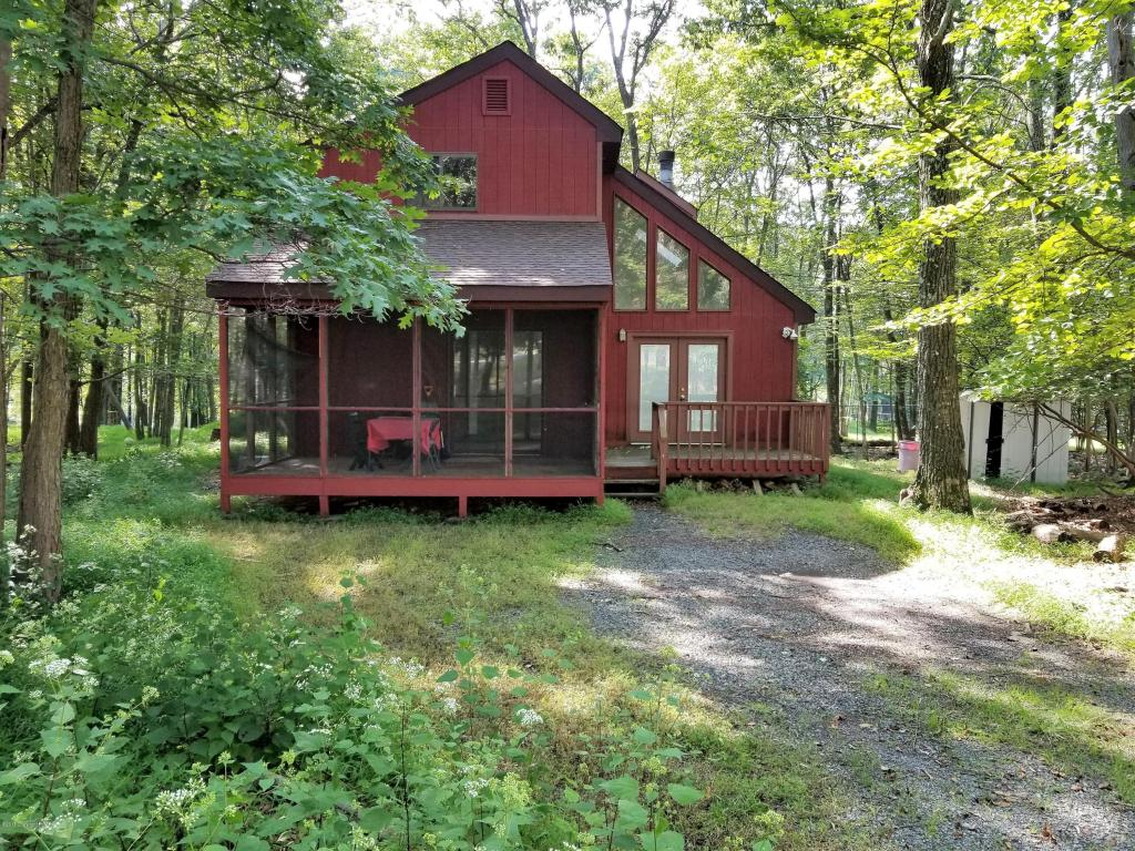 113 Mayflower Ct, Bushkill, PA 18324