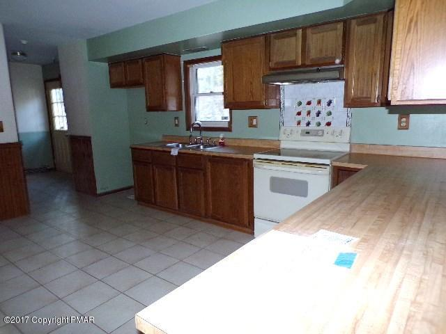 1114 Valley View Cir, Bushkill, PA 18324