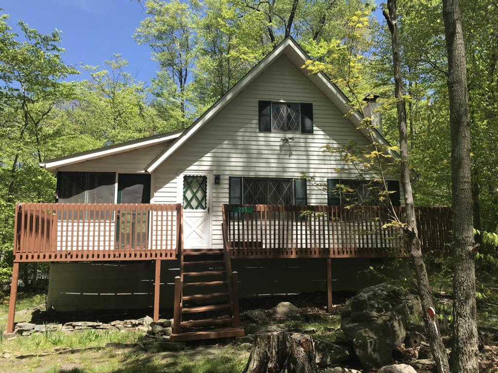 205 Croasdale Ct, Pocono Lake, PA 18347