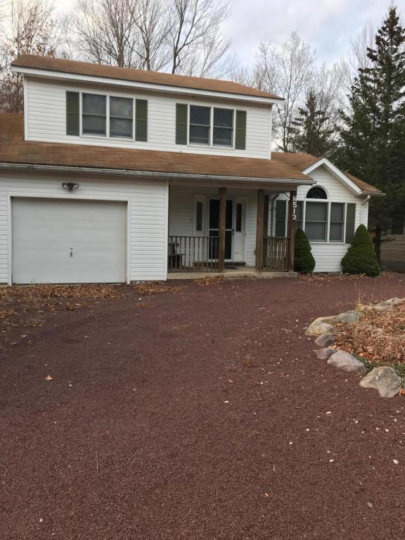 955 Country Place Dr, Tobyhanna, PA 18466