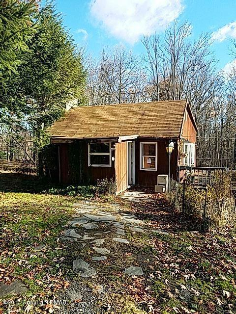 2432 Beartown Rd, Canadensis, PA 18325