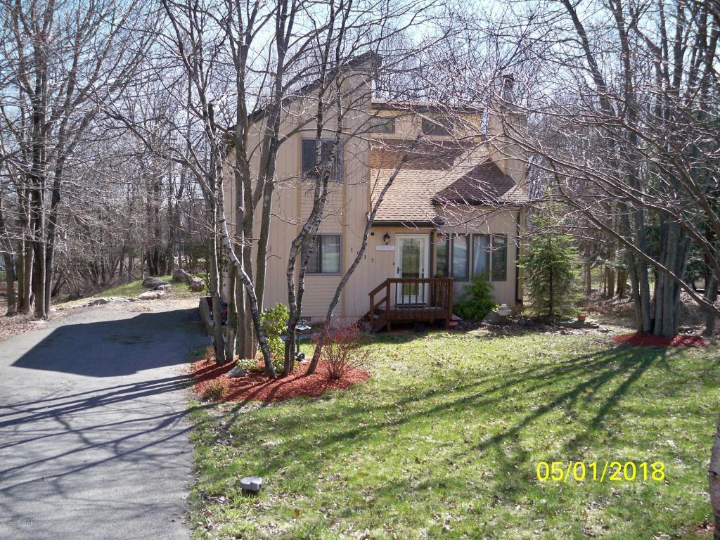 1017 Clover Rd, Long Pond, PA 18334