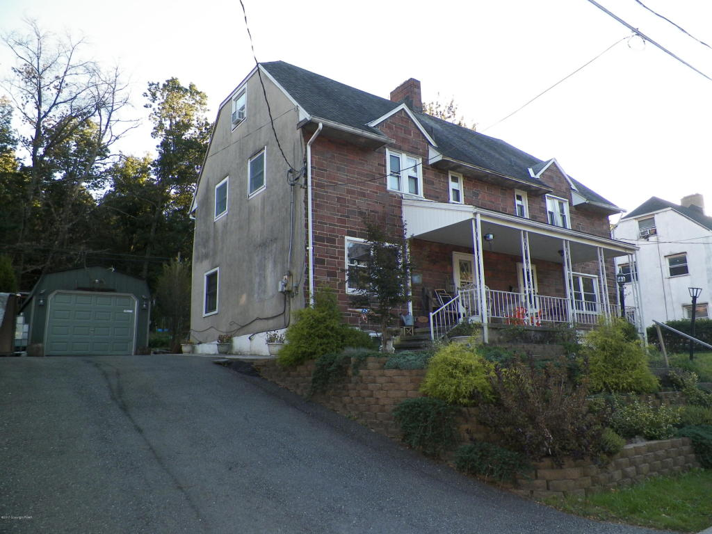 32 E Foster Ave, Coaldale, PA 18218