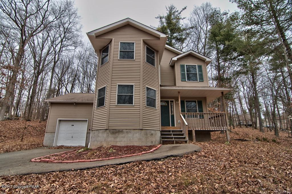 447 Somerset Dr, East Stroudsburg, PA 18301