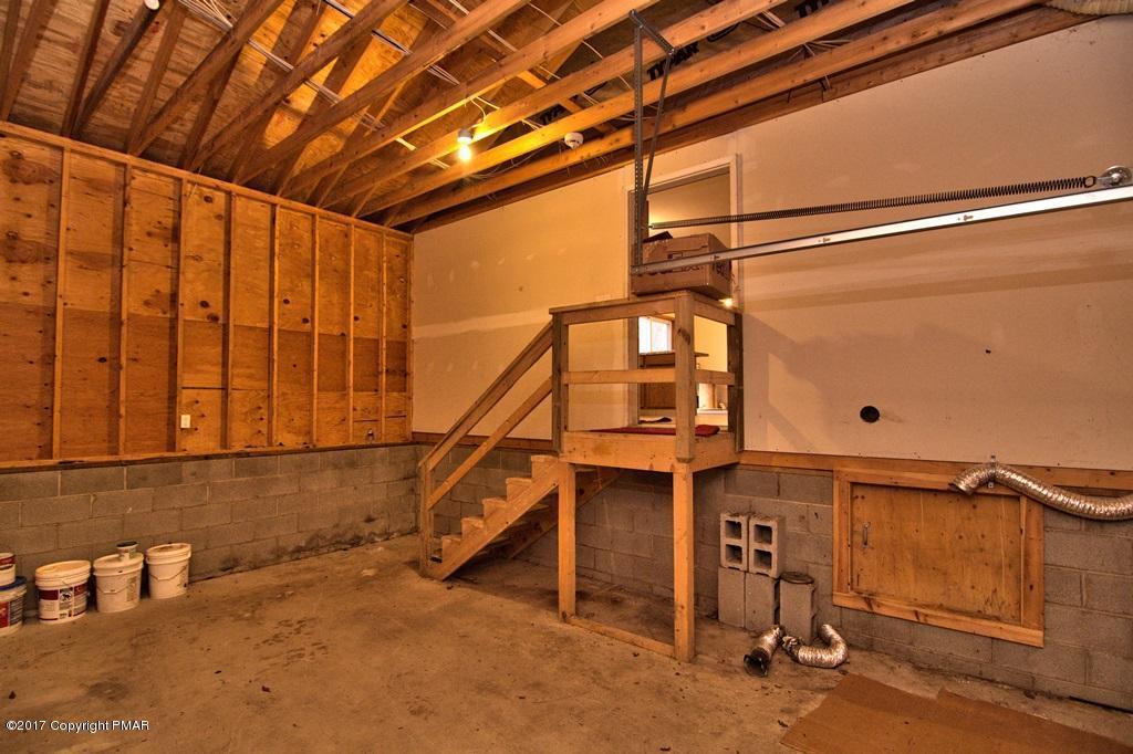 447 Somerset Dr, East Stroudsburg, PA 18301