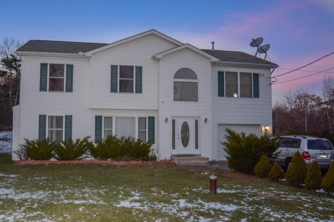 3123 Red Fox Ln, Long Pond, PA 18334