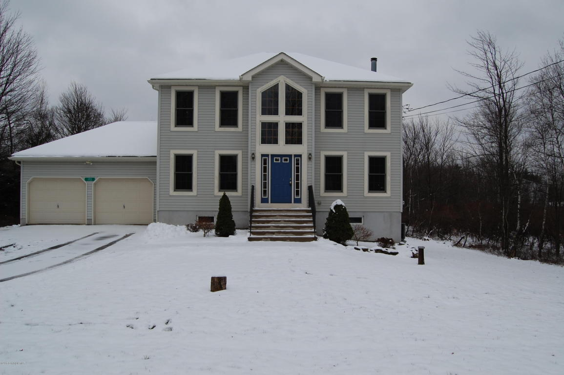 172 Ash Dr, Long Pond, PA 18334