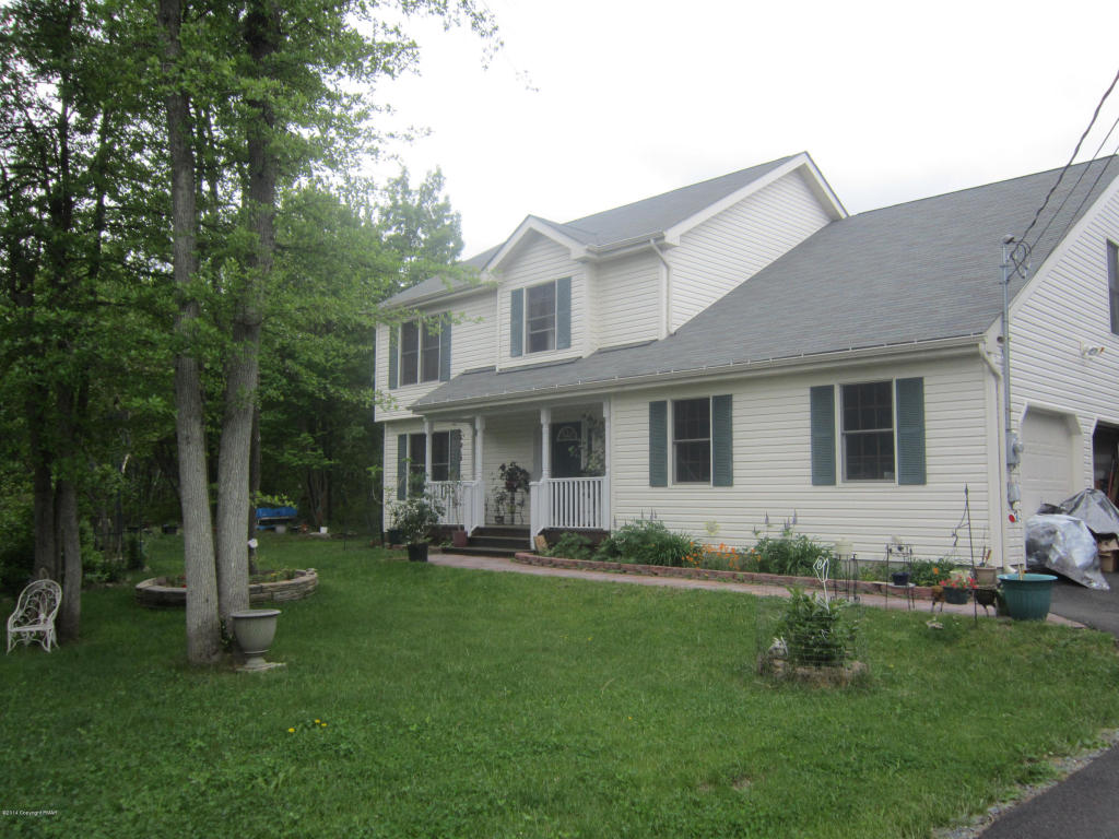 107 Red Oak Ct, Long Pond, PA 18334