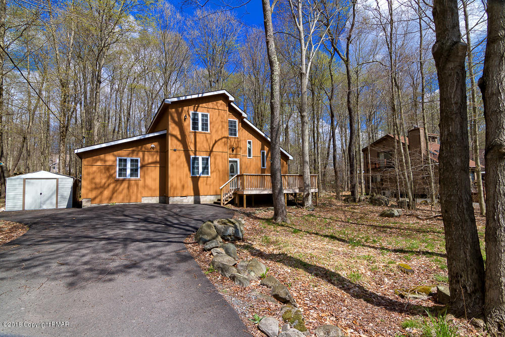 271 Wyalusing Dr, Pocono Lake, PA 18347
