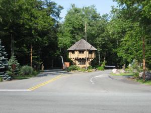 191 Cumberland Rd, Pocono Pines, PA 18350