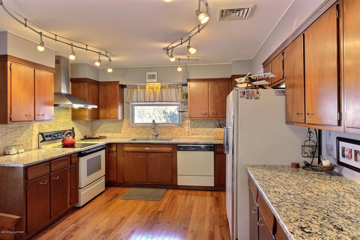 851 Phillips St, Stroudsburg, PA 18360