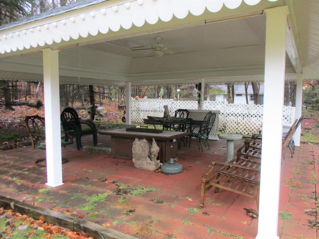 64 Westwood Blvd, Gouldsboro, PA 18424