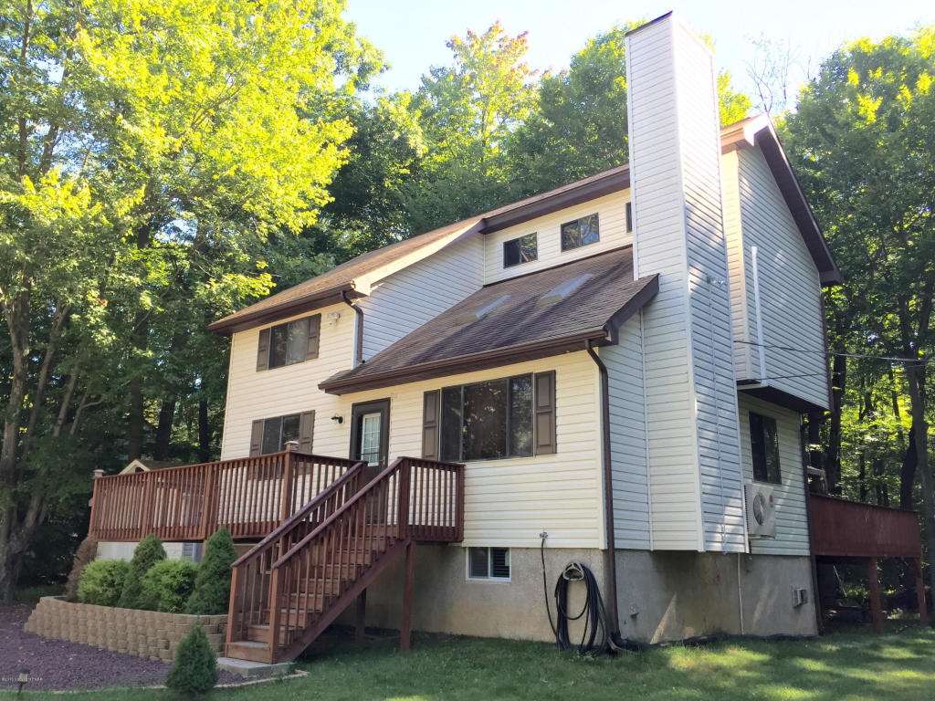 315 Shannon Dr, Long Pond, PA 18334
