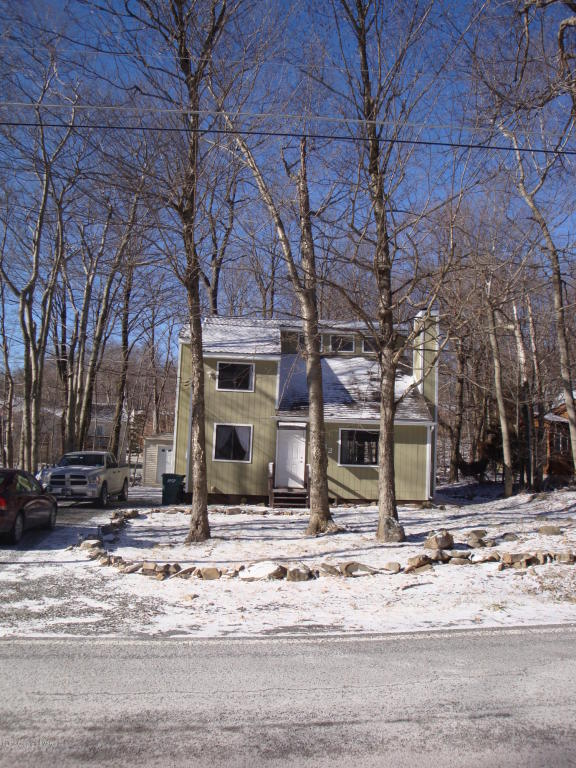 2593 Waterfront Dr, Tobyhanna, PA 18466