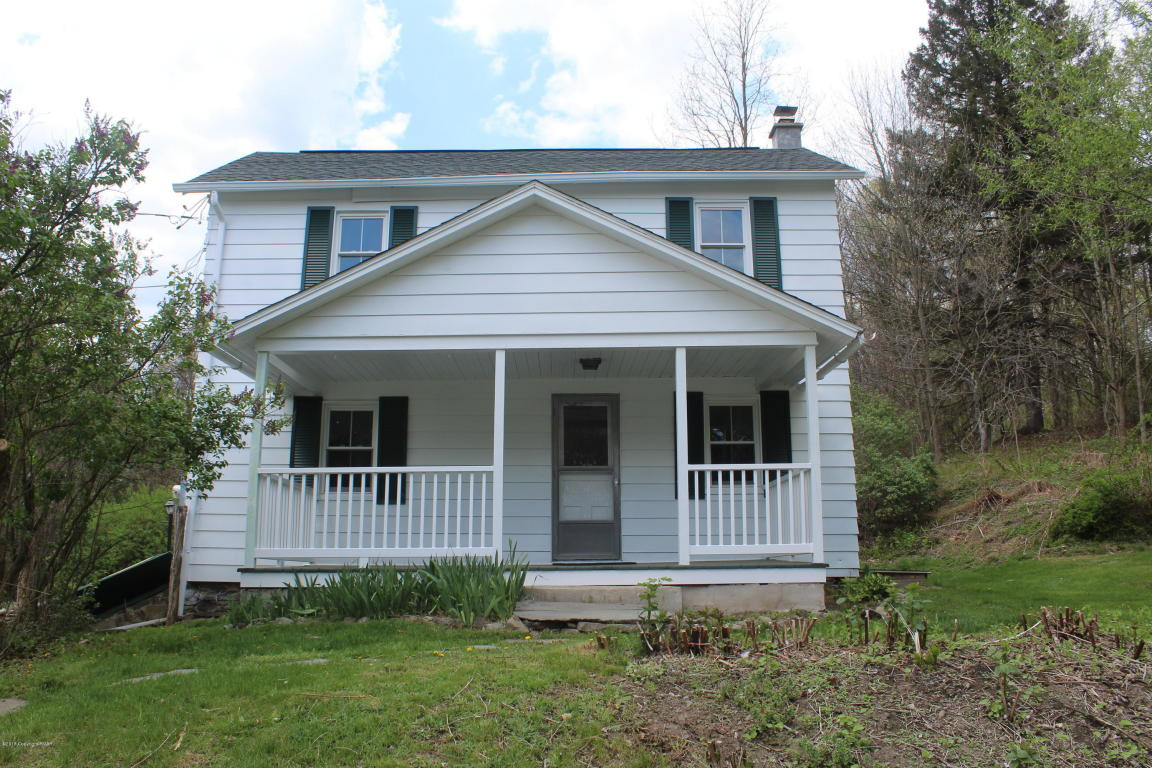 139 Henry's Crossing Rd, Cresco, PA 18326
