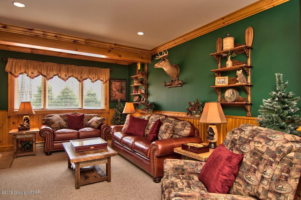 134 Longview Dr, Lake Harmony, PA 18624