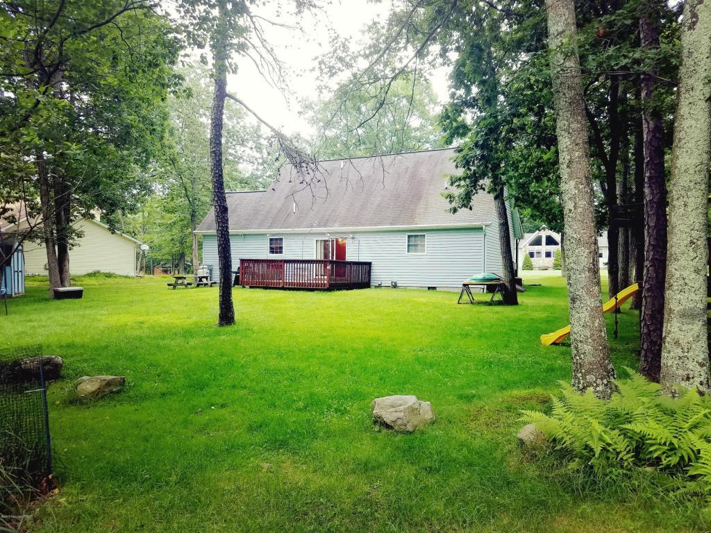 510 Gandolf Rd, Tamiment, PA 18371