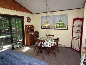 137 Livingston Ln, Gouldsboro, PA 18424