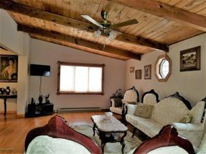4648 West Pine Ridge Dr, Bushkill, PA 18324