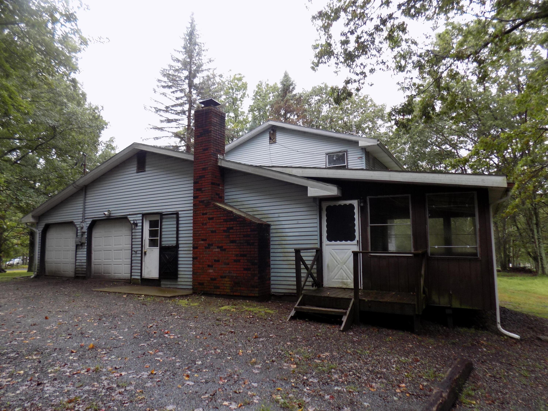 1102 Pine Ridge Drive West, Bushkill, PA 18324