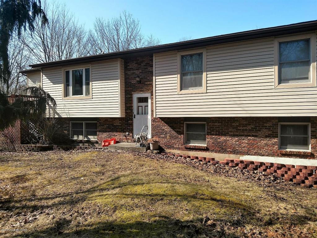2029 Conestoga Dr, Blakeslee, PA 18610