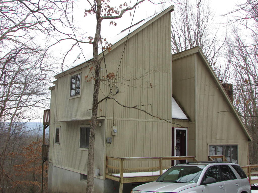548 Clubhouse Dr, East Stroudsburg, PA 18302