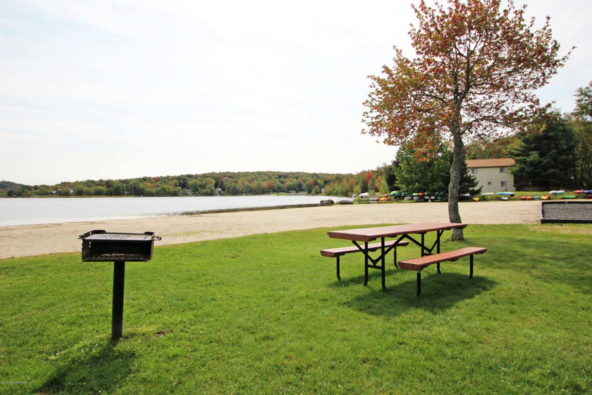 7157 Winnebago Dr, Pocono Lake, PA 18347