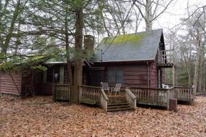 8 Buttonwood Rd, Lake Harmony, PA 18624