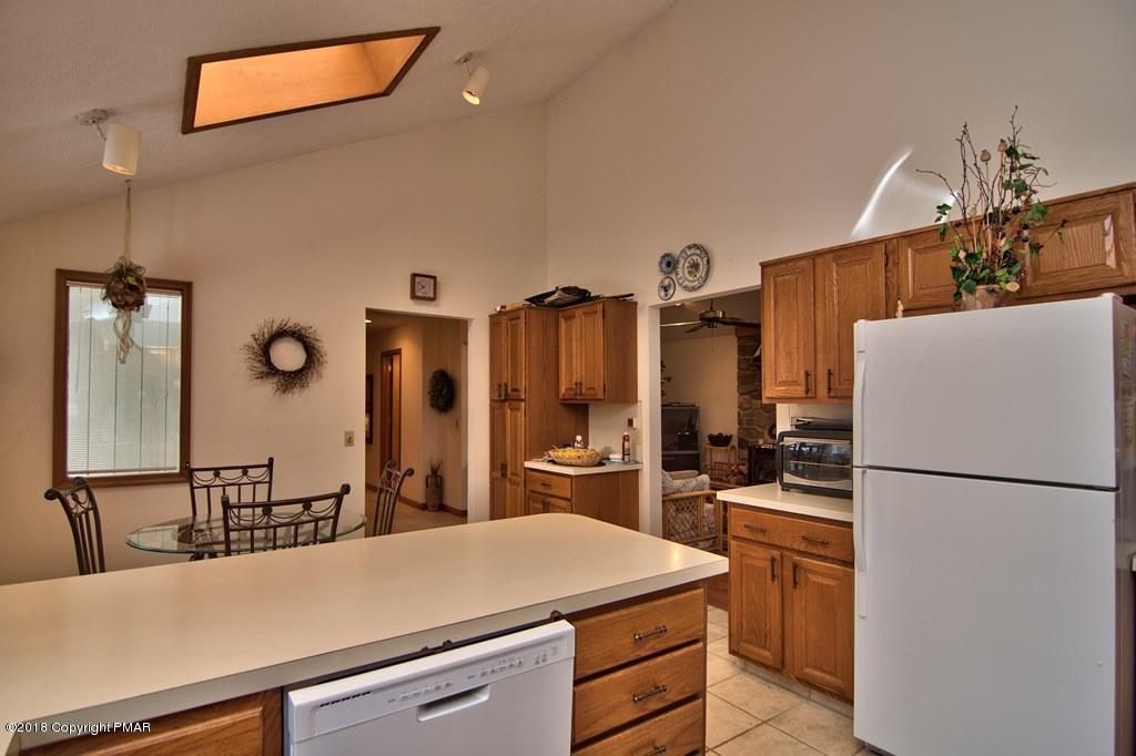 222 Long View Ln, Pocono Pines, PA 18350